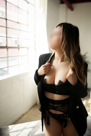 Lauria escort girl in Rocky River