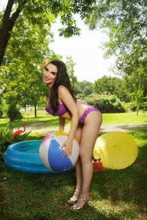 Azalia escort girl in Farmersville