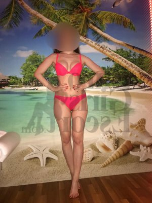 Naissa escort in Johnstown
