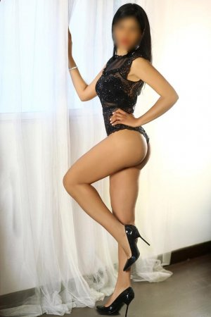Rojbin escort girl